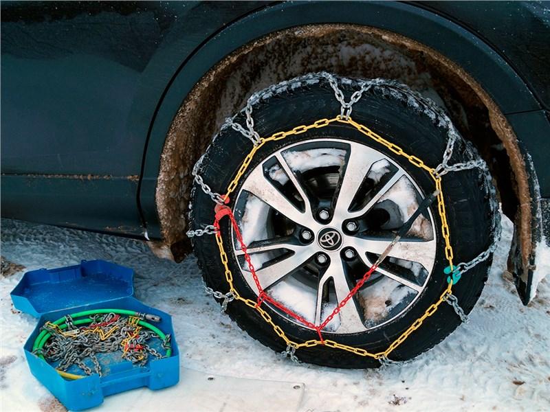 Toyota RAV4 2016 цепи на колесе