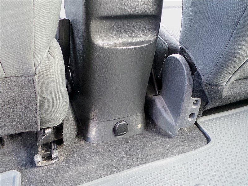 Renault Kangoo 2014 бокс с розеткой