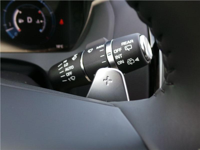 Jaguar F-Pace 2016 подрулевые «лепестки» выбора передач