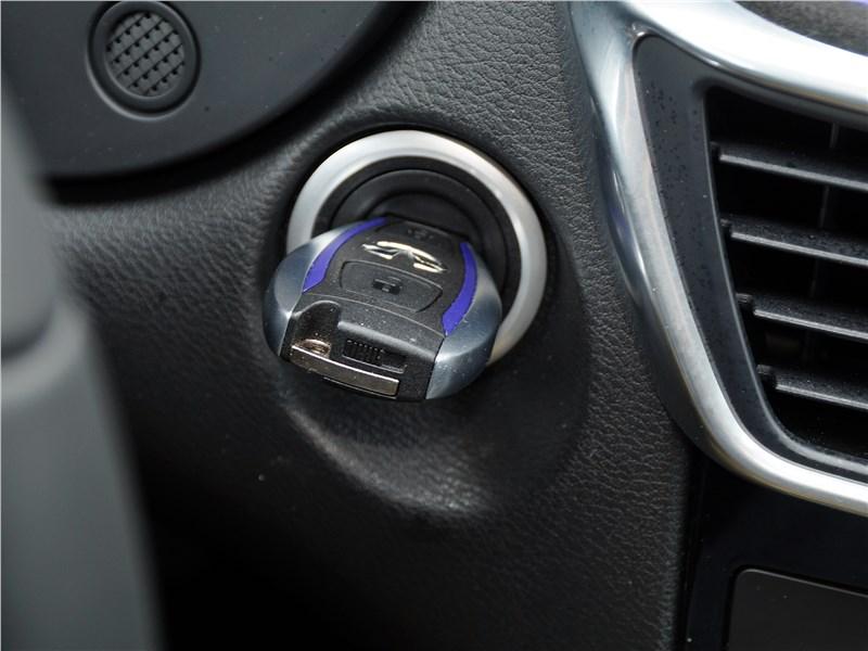 Infiniti Q30 2016 ключ-брелок