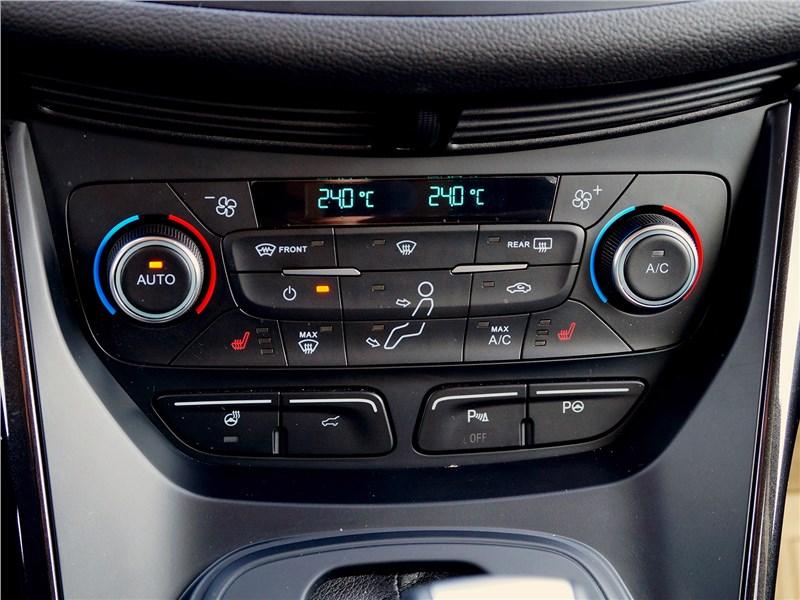 Ford Kuga 2017 управление климатом