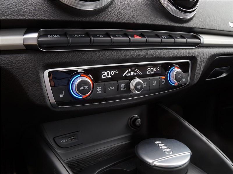 Audi A3 Sedan 2017 управление климатом