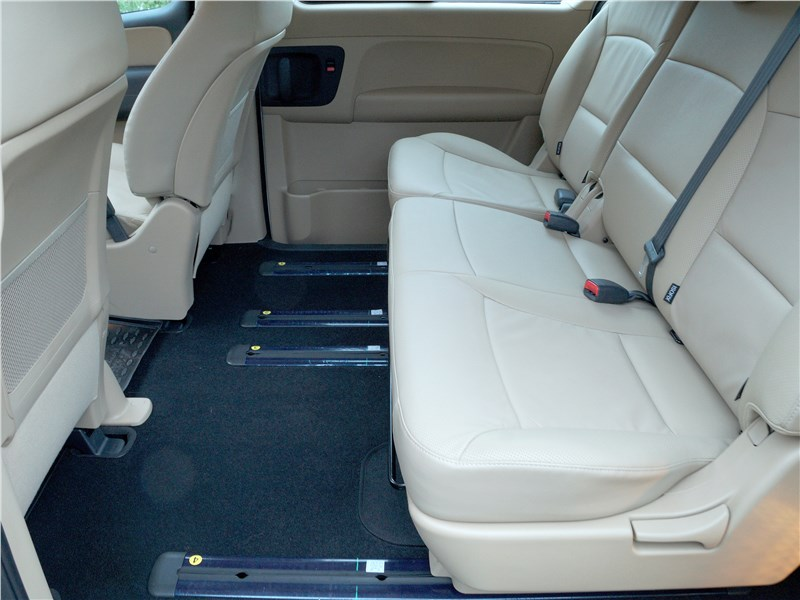 Hyundai Н-1 2018 второй ряд