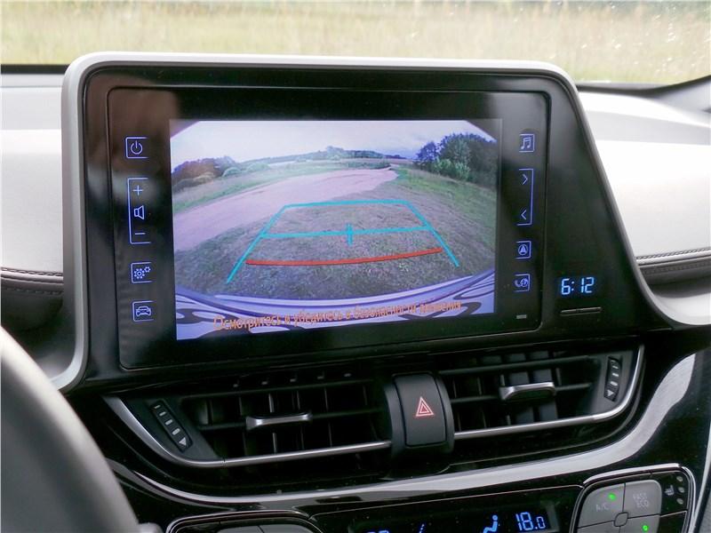 Toyota C-HR 2016 монитор