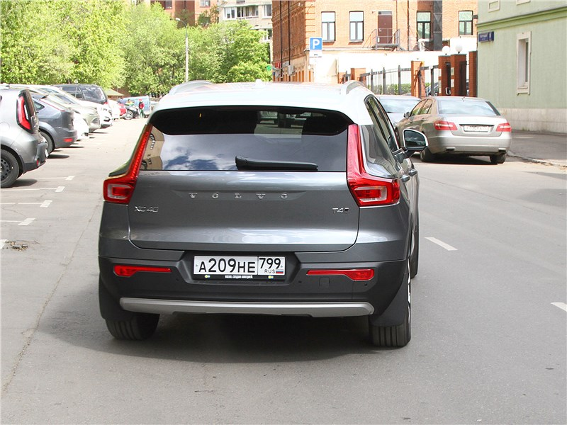 Volvo XC40 2018 вид сзади