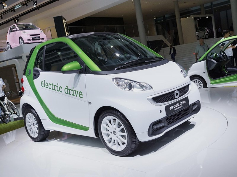 Дети все чаще уговаривают родителей покупать электромобили