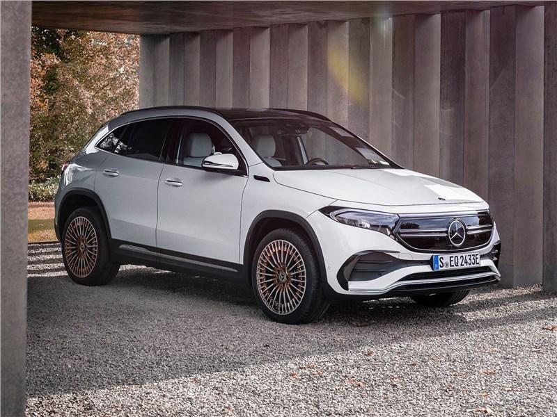 Mercedes-Benz EQA (2022) вид спереди