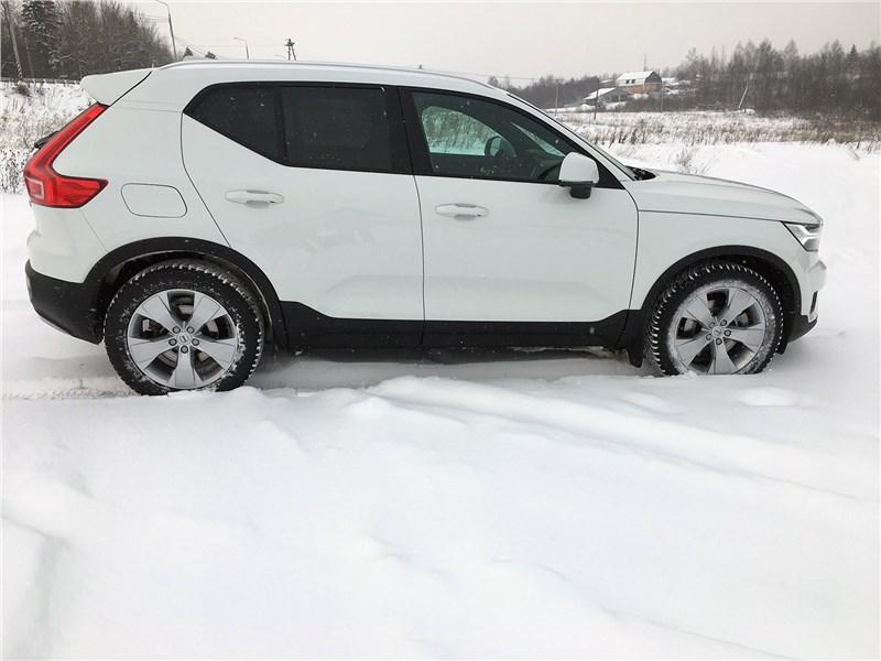 Volvo XC40 (2018) вид сбоку