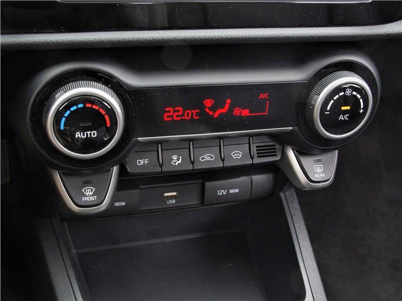 Kia Rio X (2020) центральная консоль
