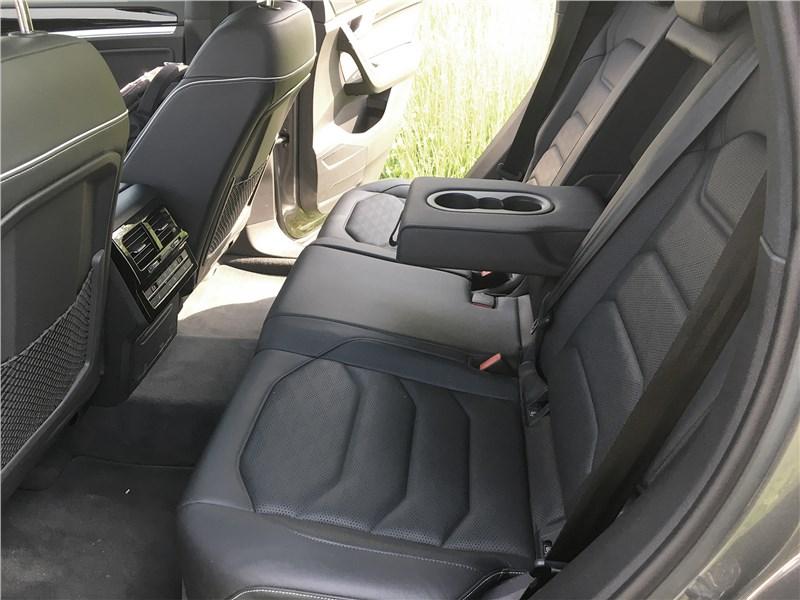 Volkswagen Touareg R-Line (2021) задний диван