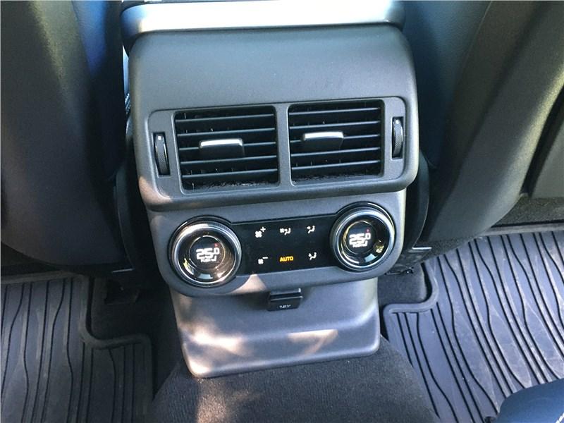 Land Rover Range Rover Velar (2021) второй ряд