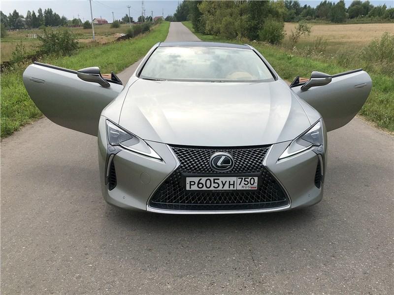 Lexus LC 500 (2021) вид спереди
