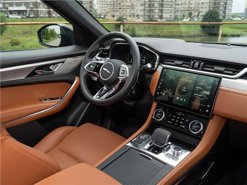 Jaguar F-Pace (2021) салон