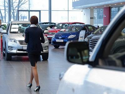 Легковые автомобили в России достигли рекордно высокой цены