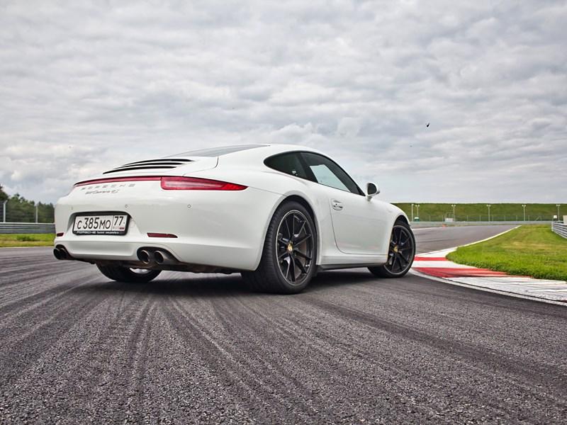 Porsche 911 Carrera 4S 2012 вид сзади