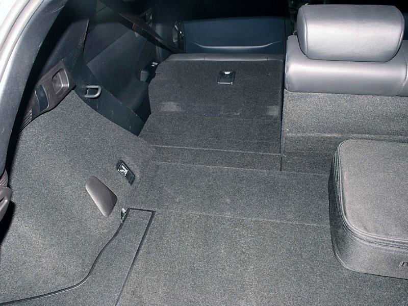 Lexus CT 200h 2011 багажное отделение