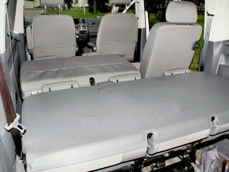 Volkswagen Caravelle «диван» третьего ряда