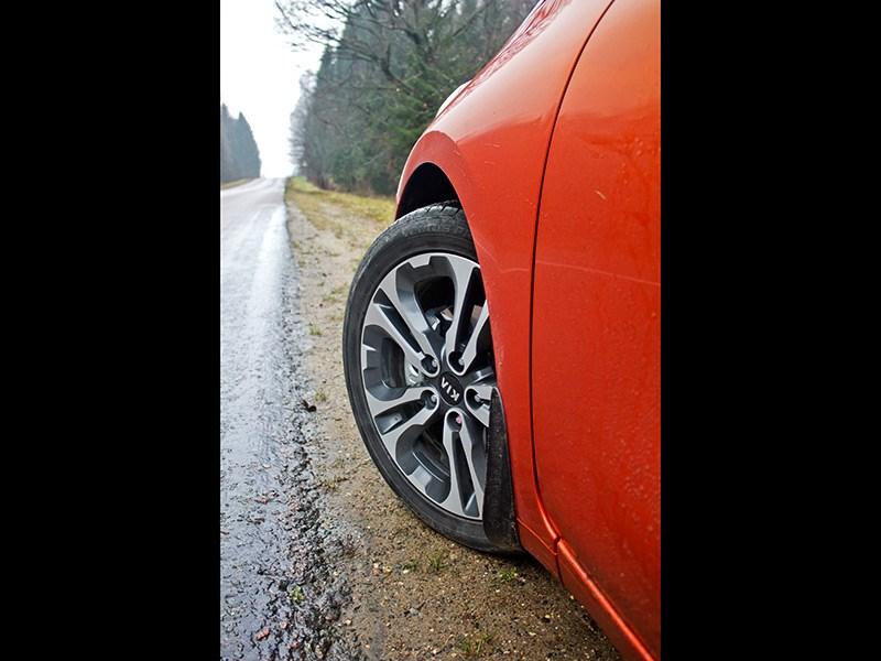 Kia Pro cee'd 2013 3 дв. переднее колесо