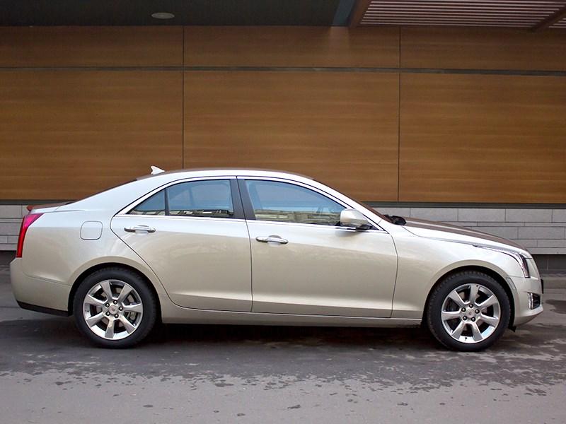 Cadillac ATS 2012 вид сбоку 2