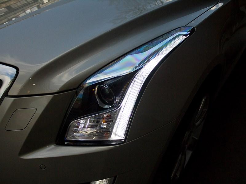Cadillac ATS 2012 фара