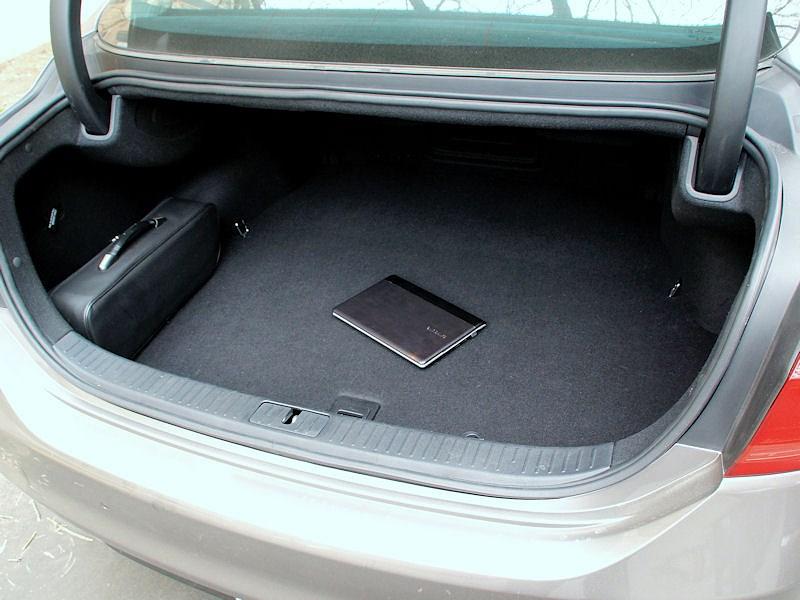 Kia Quoris 2013 багажное отделение фото 2