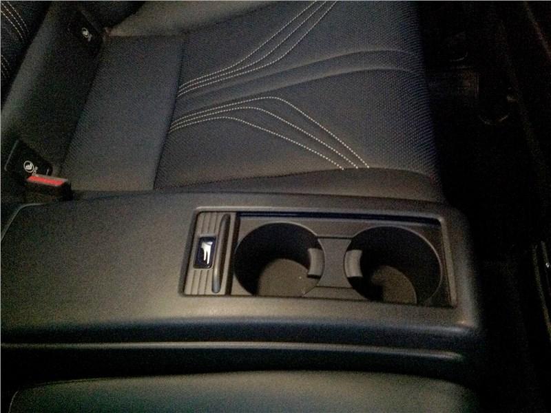 Lexus RC F 2015 подстаканники
