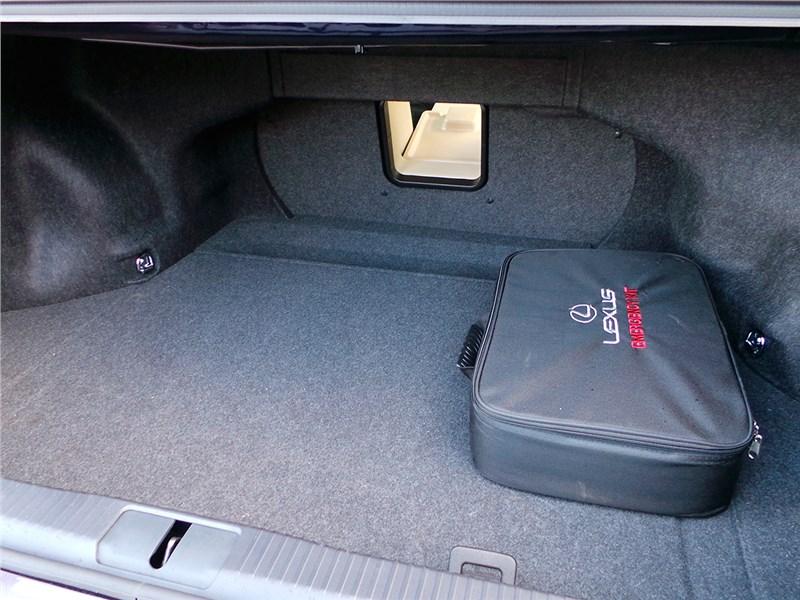 Lexus ES 200 2016 багажное отделение