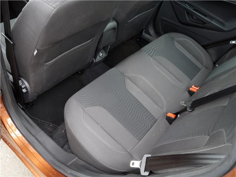 Ford Fiesta sedan 2015 задний диван