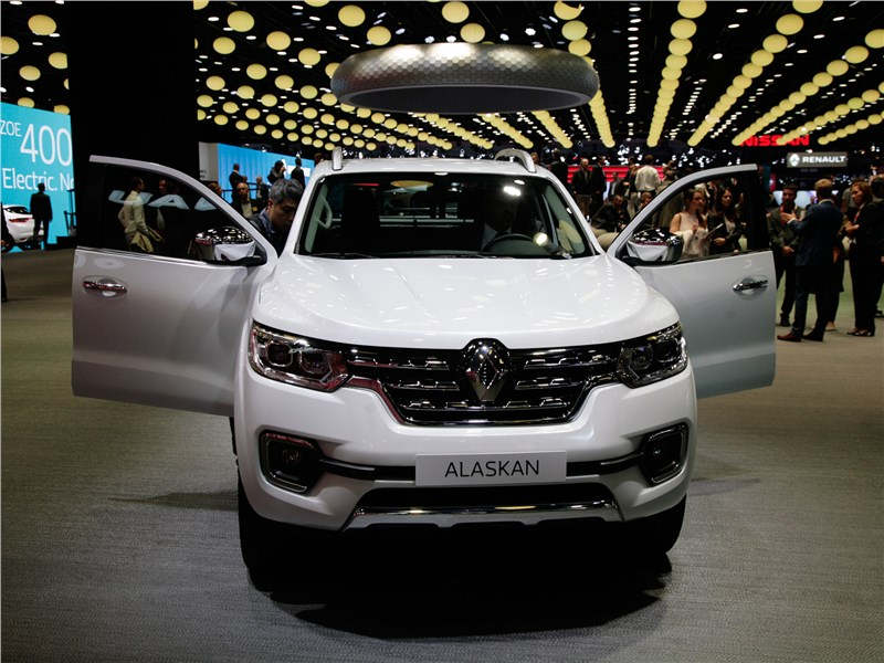 Renault Alaskan 2017 вид спереди