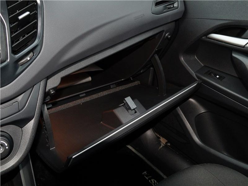 Lada Vesta 2015 перчаточный ящик