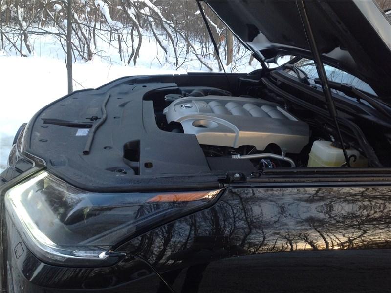 Lexus LX 2016 моторный отсек