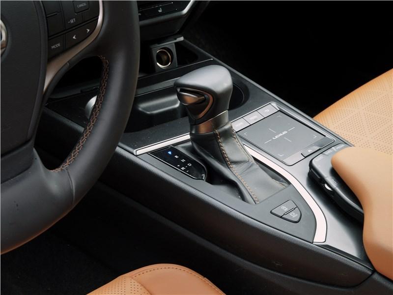 Lexus UX 200 2019 трансмиссионный джойстик