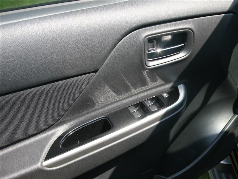Mitsubishi L200 2020 дверь