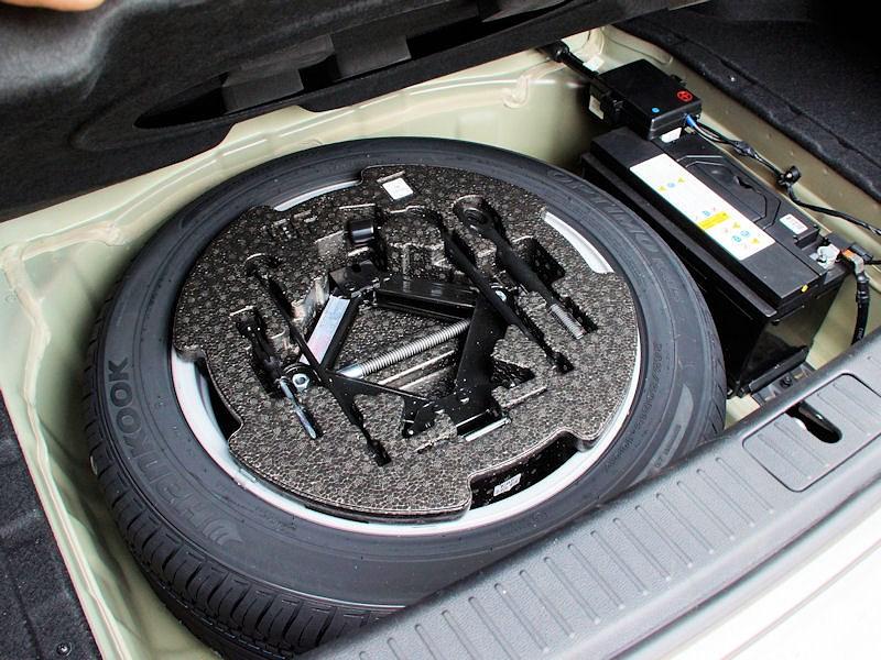 Kia Quoris 2013 запасное колесо и аккумулятор