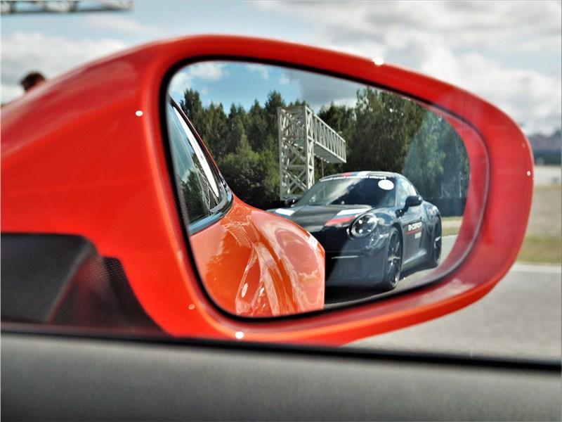 Porsche Cayman GT4 (2020) боковое зеркало