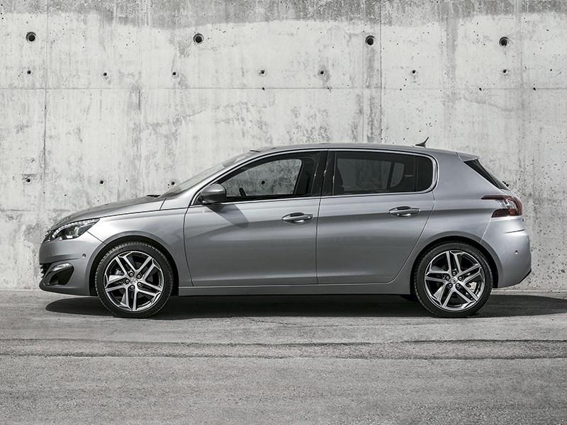 Peugeot 308 2013 вид сбоку
