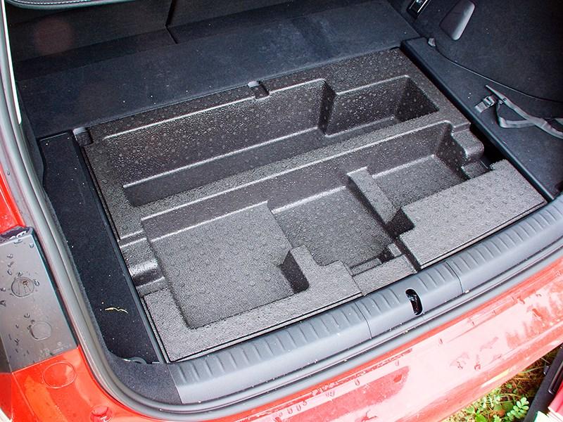 Lexus CT 200h 2014 багажное отделение фото 2