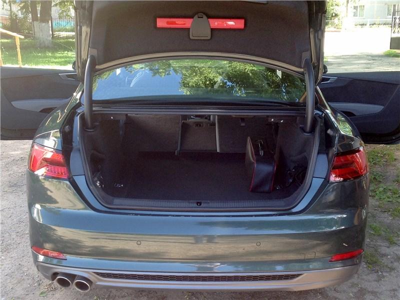 Audi A5 Coupe 2017 багажное отделение