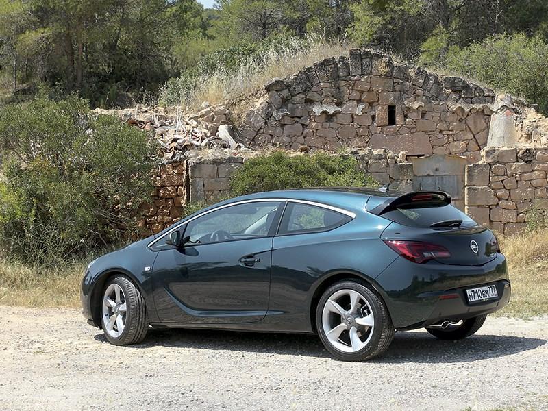 Opel Astra GTC 2014 вид сбоку сзади