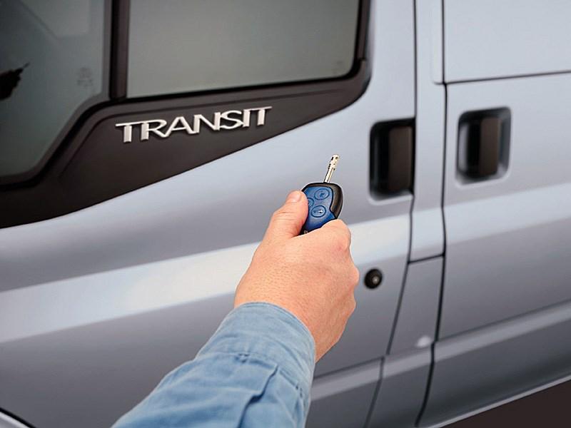 Ford Tranzit 2006 кнопки управления центральным замком на ключе зажигания