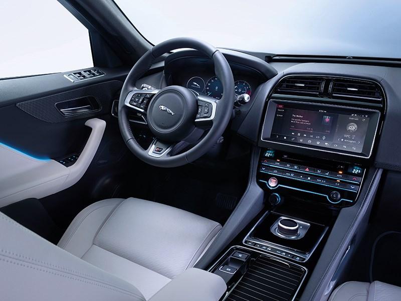 Jaguar F-Pace 2016 водительское место