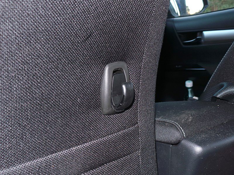 Toyota HiLux 2016 спинка кресла
