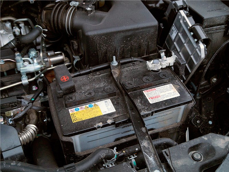 размер аккумулятора на машину toyota rav4