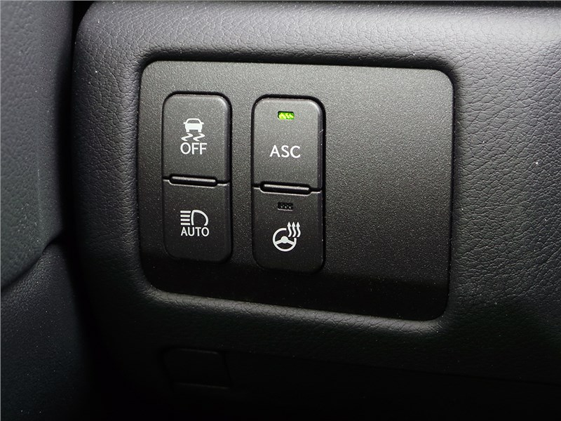 Lexus GS F 2016 кнопки слева от рулевого колеса