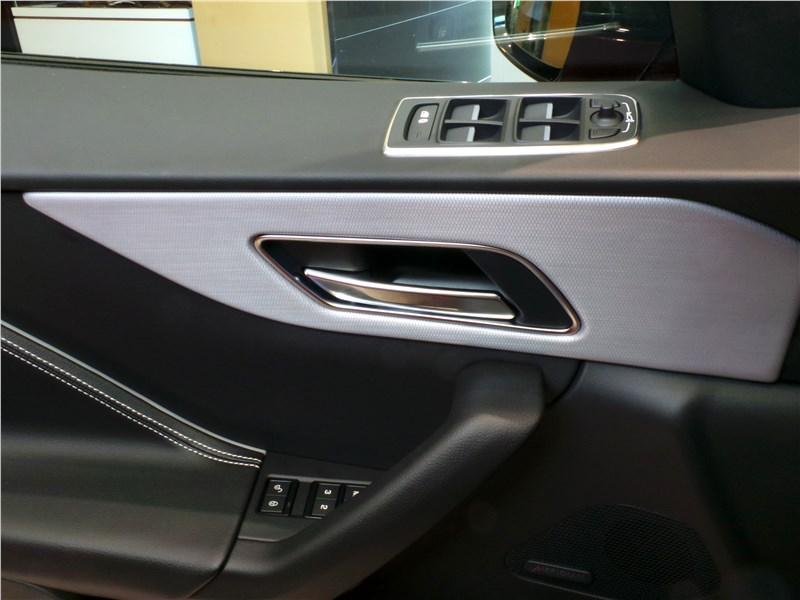 Jaguar F-Pace 2016 внутренние панели