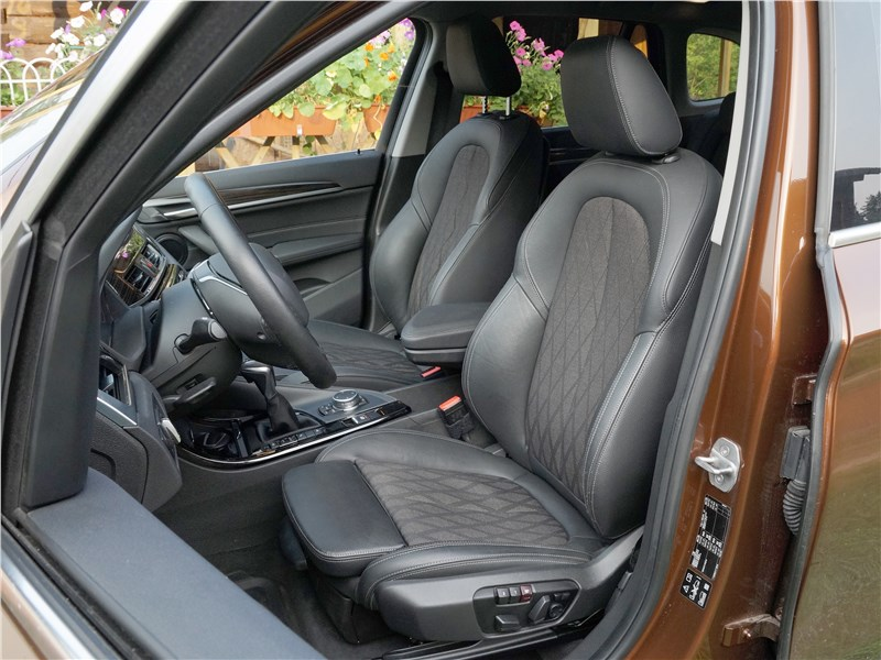 BMW X1 2016 передние кресла