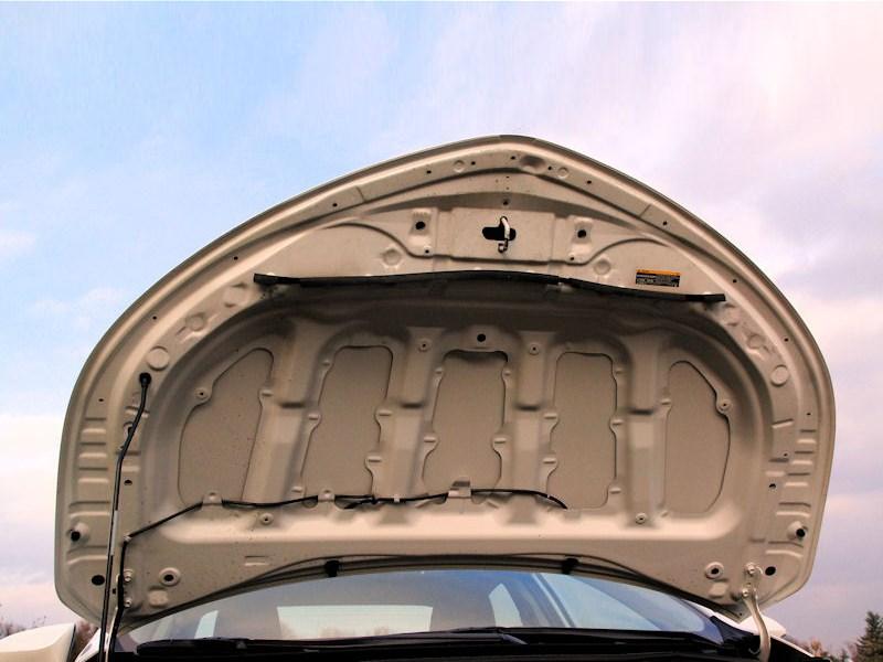 Toyota Corolla 2013 крышка капота