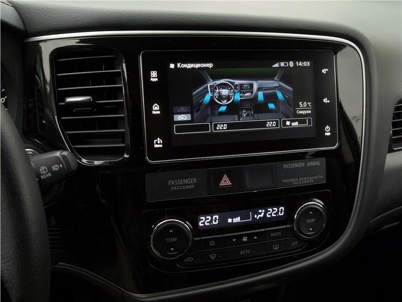 Mitsubishi Outlander 2016 климат-контрол