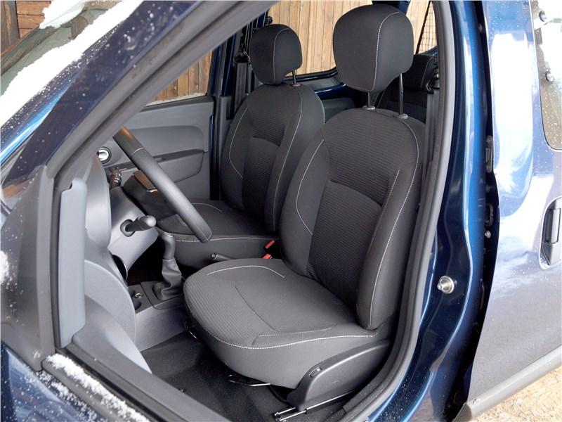 Renault Dokker 2018 передние кресла
