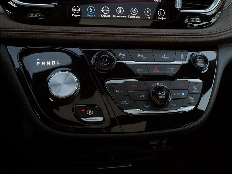 Chrysler Pacifica 2017 управления микроклиматом